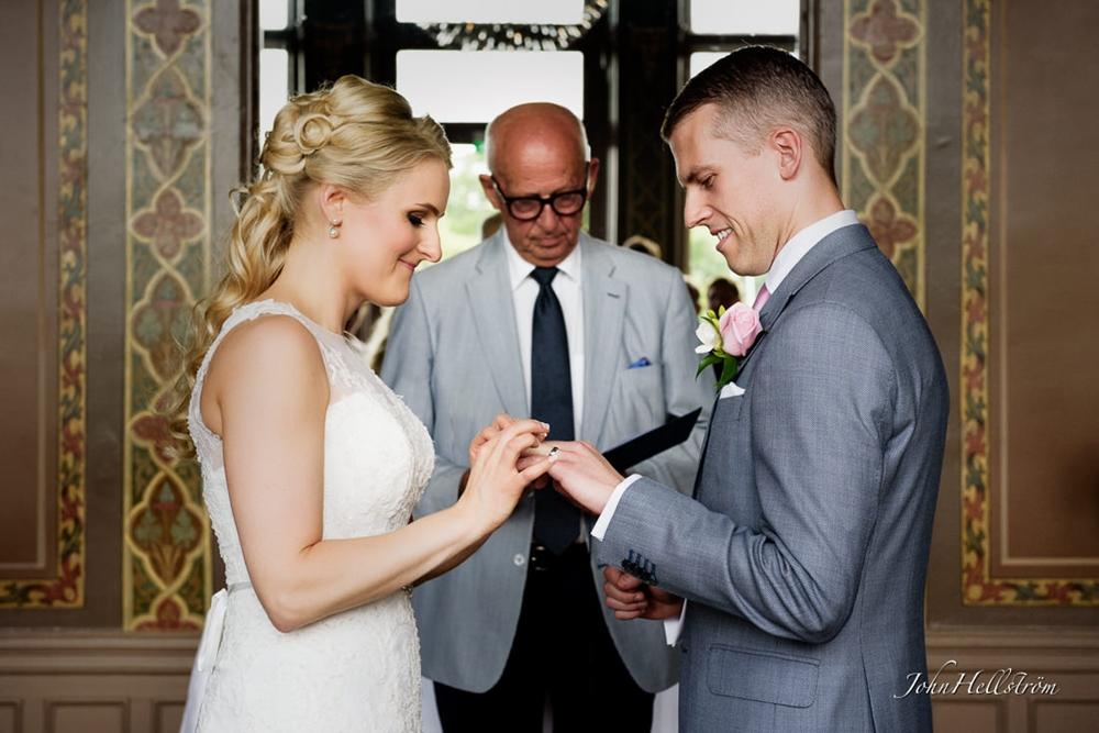 Bröllop med bruduppsättning från Peach Stockholm